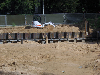 Сооружение дренажной системы для отвода воды со строительной площадки (котлована)