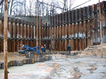 Ēkas būvbedres pamats 12 m zem grunts ūdeņa līmeņa